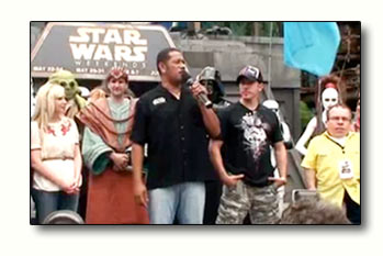 Jay Laga'aia and Ray Park with Warwick Davis